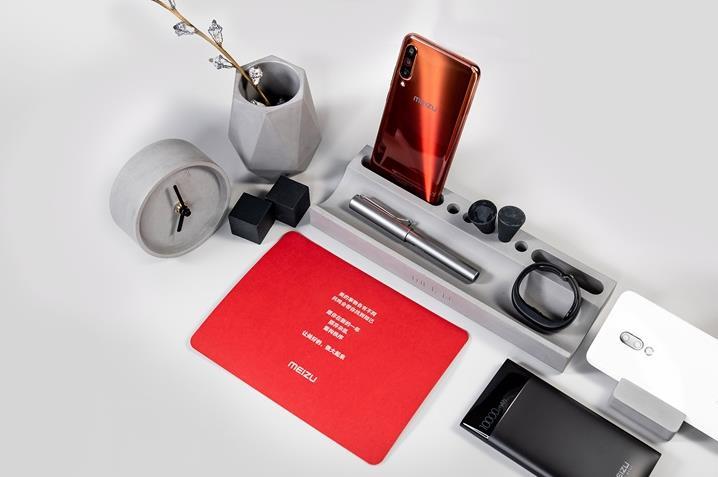 魅族带来新年礼盒 包括笔筒/钟表/笔等