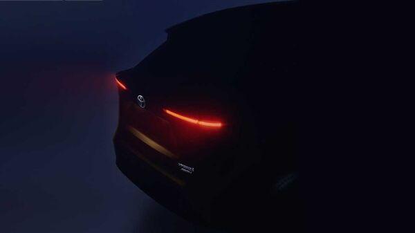 丰田发布全新小型SUV预告图 新车拥有较为倾斜的A住和后窗设计